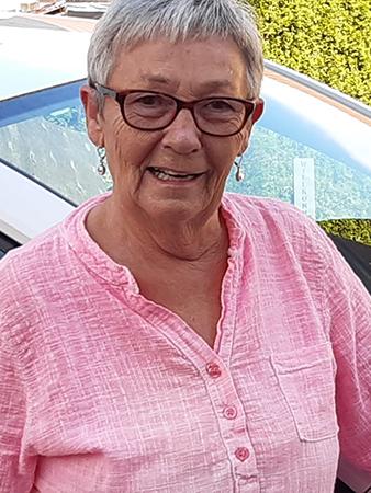 Grauhaarige Brille tragende Kollegin der Sozialstation Kothe schaut freundlich.